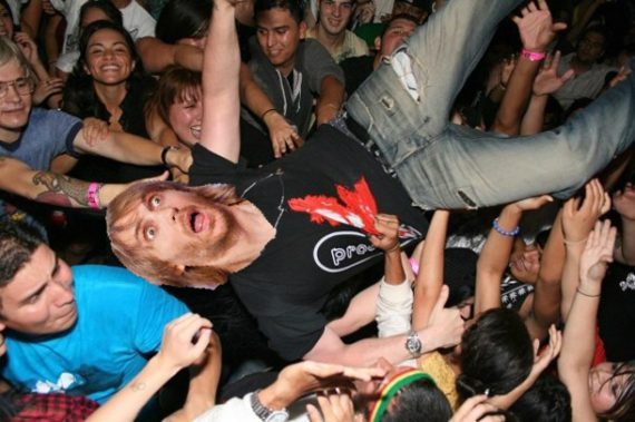 David guetta falls off stage www.edmpr.com